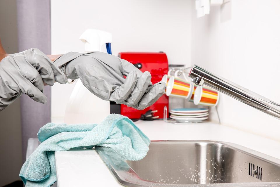 Cómo limpiar el desagüe de la cocina