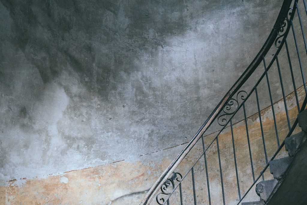 Humedades en edificios por filtración: causas y soluciones