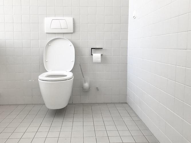 soluciones de los malos olores en el baño