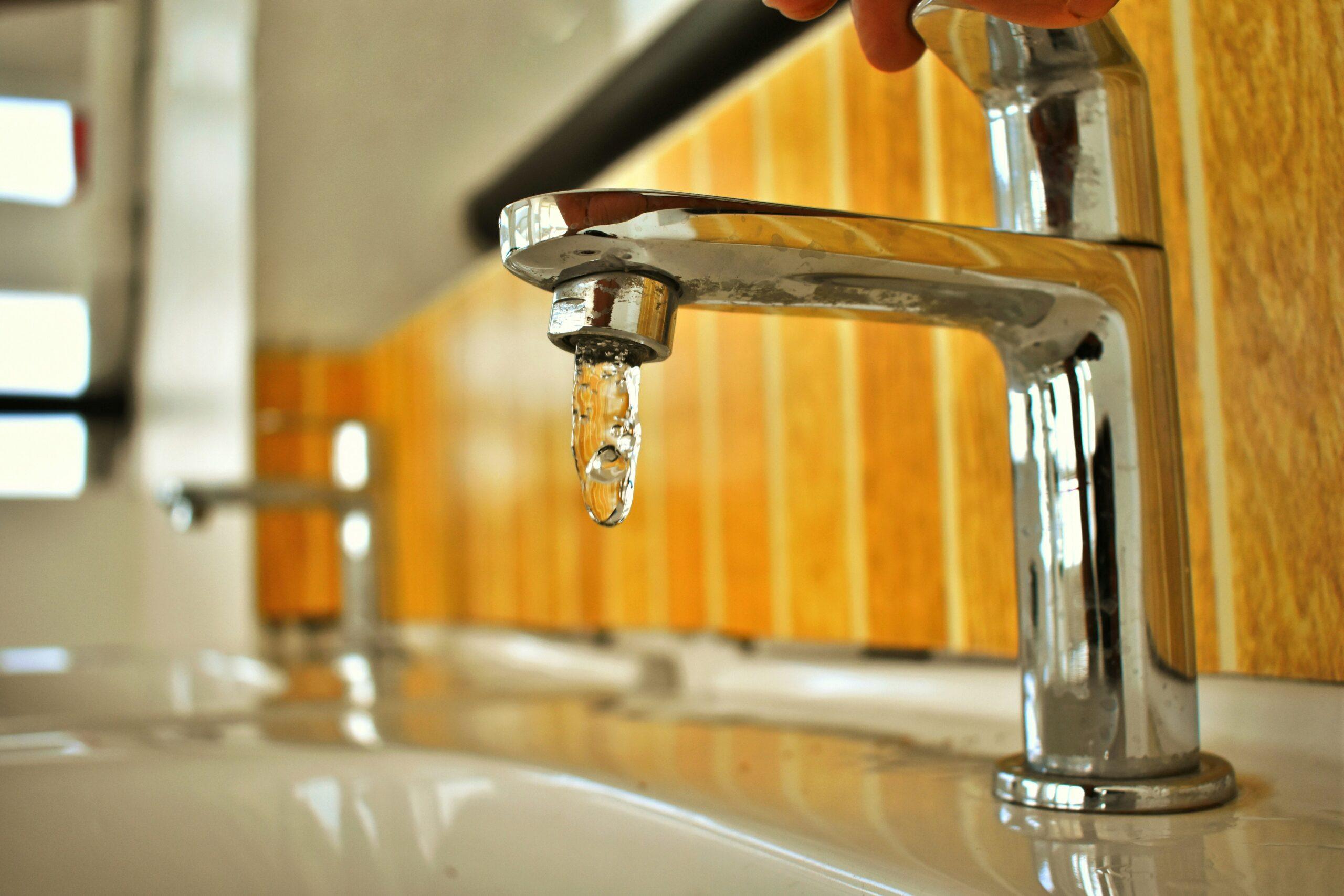 Quitar la cal de las tuberías de agua