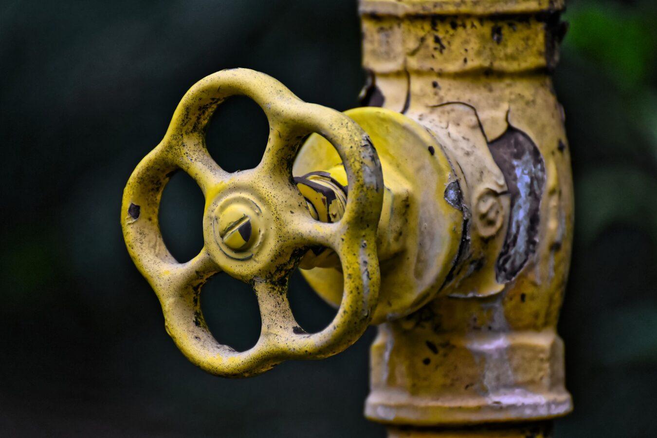 cambiar la llave de paso de agua antigua de tu hogar en 10 sencillos pasos
